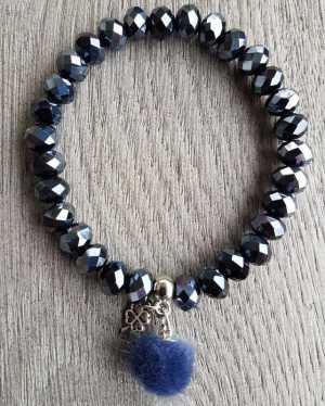 Armband Yara van blauw facet glaskralen en blauw pompon