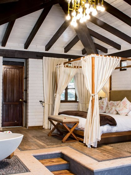 The Honeymoon Cabin, Sierra Lago