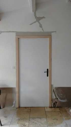 Porte vu de l'entrée