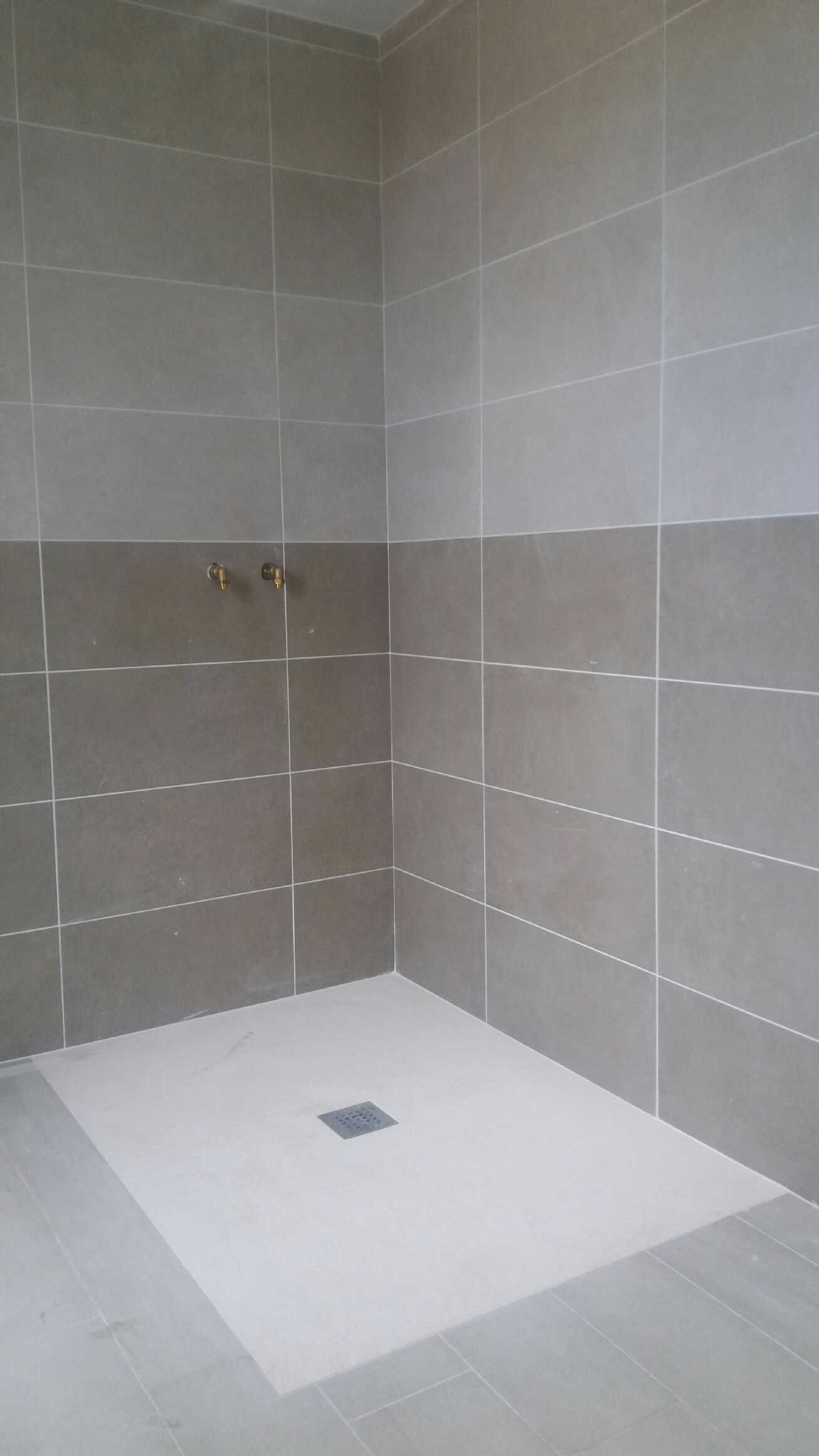realiser une douche italienne elegant la salle de bains avant les travaux with realiser une. Black Bedroom Furniture Sets. Home Design Ideas
