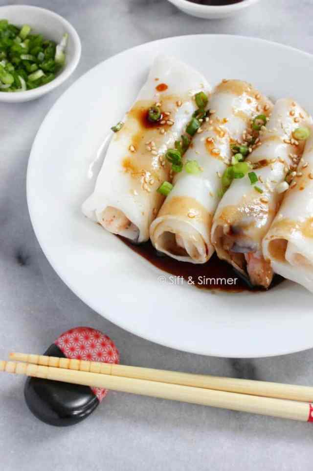 rice noodle rolls 豬腸粉 chee cheong fun  sift  simmer