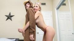 Chloe Temple espía a su hermanastro mientras se masturba y se la folla