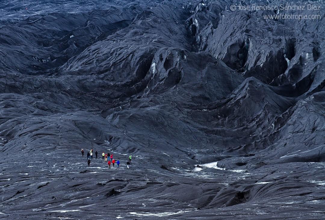 Glaciar Vatnajökull cubierto por ceniza volcánica