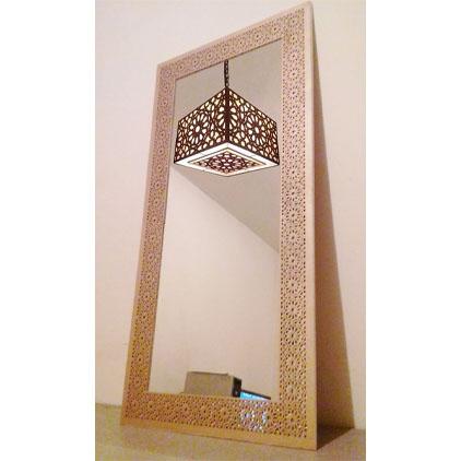 Miroir mural avec cadre en bois traditionnel