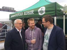 John, Špacír a minipivovar Kosíř