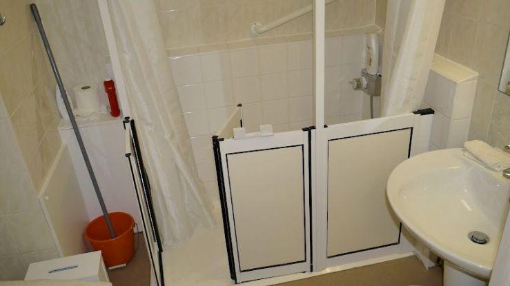 Retirement flat shower refurbishment - Coulsdon Emerald Court BEFORE