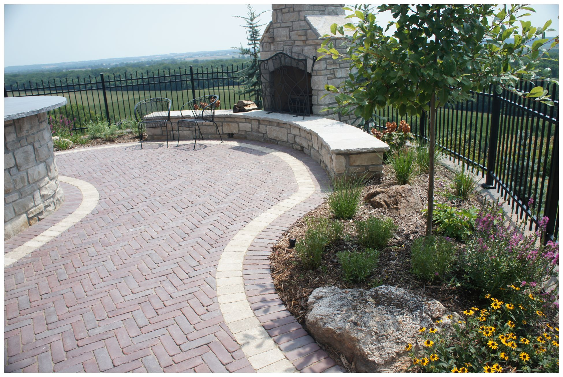 copthorn paver patio with border