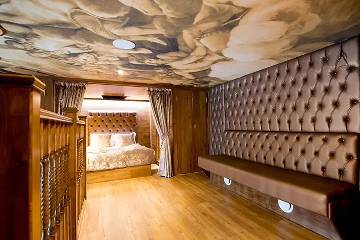 LP Pool Room Luxury Group Accommodation In Liverpool