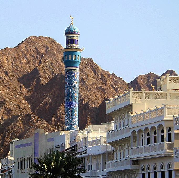 Minarete azul celeste de Muscat, en Omán