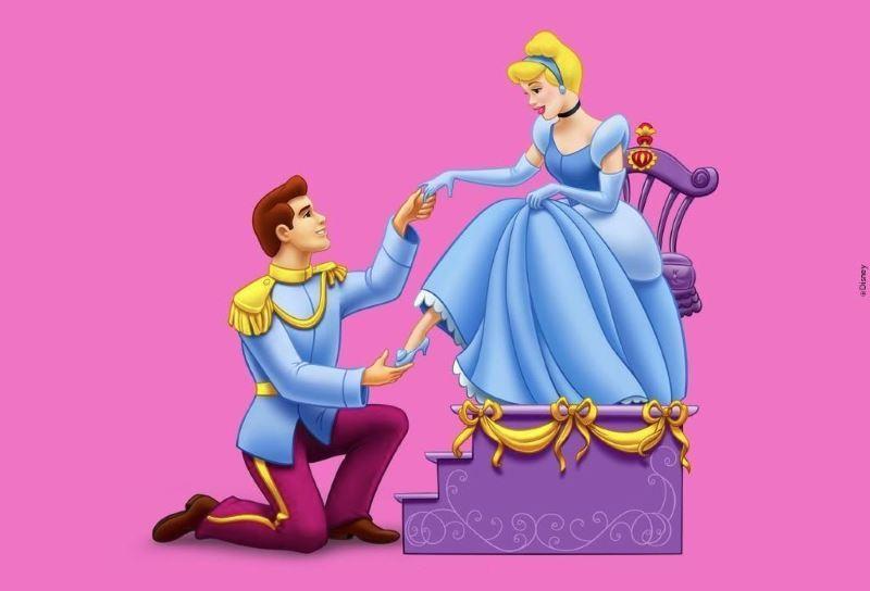 el príncipe azul en la representación del cuento de la Cenicienta