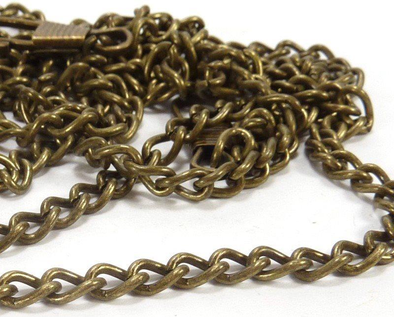 el color oro viejo es muy utilizado en complementos