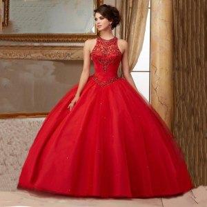 el color escarlata es muy utilizado en moda