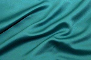 el color teal se utiliza bastante en la moda