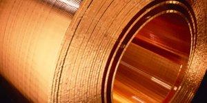 esta bobina de cobre, utilizada industrialmente, es un ejemplo de este color
