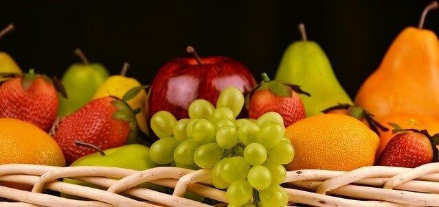 fruteira cheia de frutas