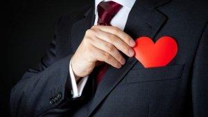 7 Sinais De Que Um Homem Está Apaixonado Por Você, Mesmo Que Ele Não Diz