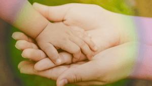 """Você Vai Se Emocionar Depois De Descobrir o Que é Um """"Bebê Arco-íris"""""""