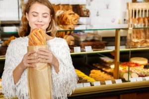 ▷ Sonhar Comprando Pão 【9 Significados Reveladores】