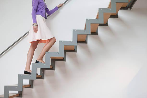 ▷ Sonhar Subindo Escada 【É mau presságio?】
