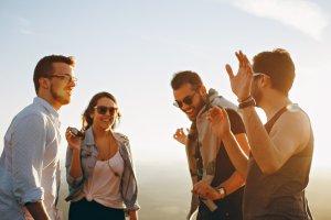 ▷ 33 Legendas Para Fotos Com Amigos Homens – As Melhores