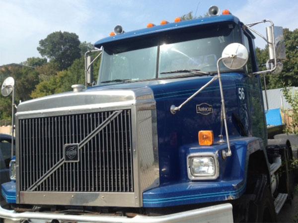 tractor trailer truck before vinyl wrap