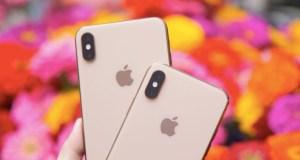 Kırmızı iPhone XS ve iPhone XS Max