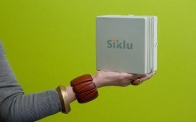 Siklu_EtherHaul-600-in a hand