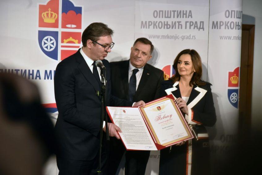 Predsjedniku Srbije Povelja sa zlatnim simbolom opštine Mrkonjić Grad