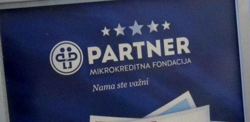 Partner MKF donira 100 laptopa učenicima