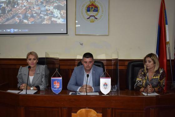 """Mrkonjić Grad: Promovisan film """"Zvuci čekića jednog kovača"""""""