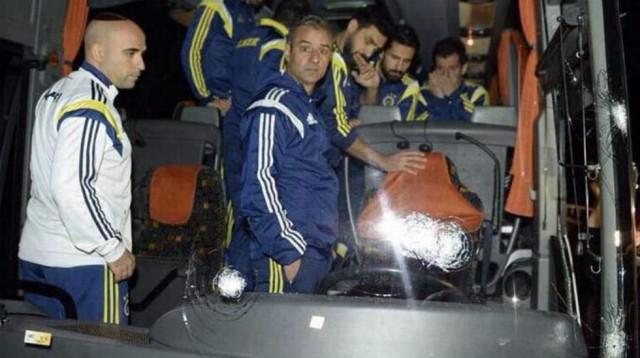 Berita Bola Terbaru Bus Ditembak, Fenerbahce Minta Superlig Turki Dihentikan