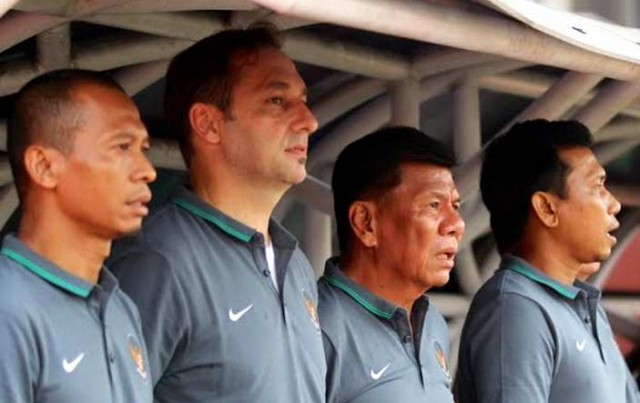 timnas indonesia senior staf pelatih benny dollo wolfgang pikal widodo c putro