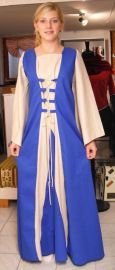 Mittelalterliches Kleid mit Taillenschnürung