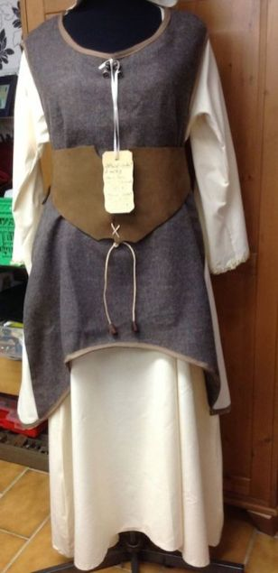 Mittelalterliches Magdkleid