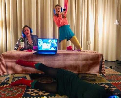 silent disco thuisfeestjes op de bank studenten silent disco home party