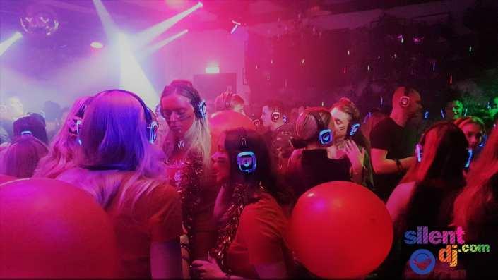studenten feest met silent disco