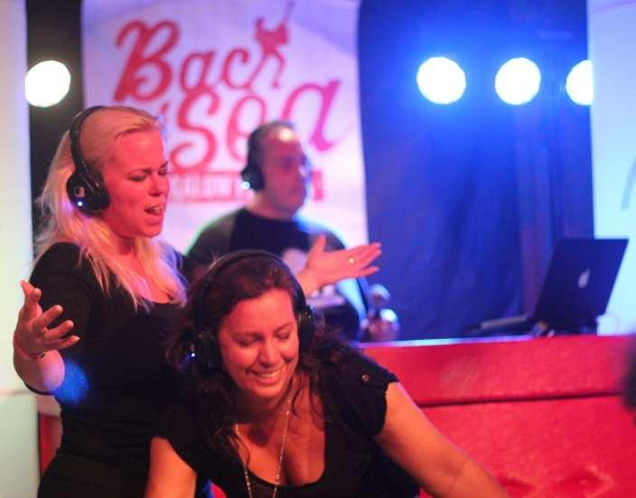 DJ booth rood gecapitonneerd leer