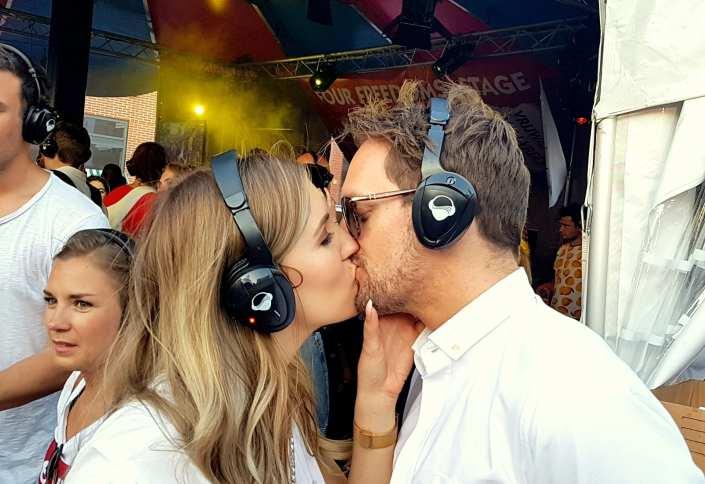 silent disco kiss