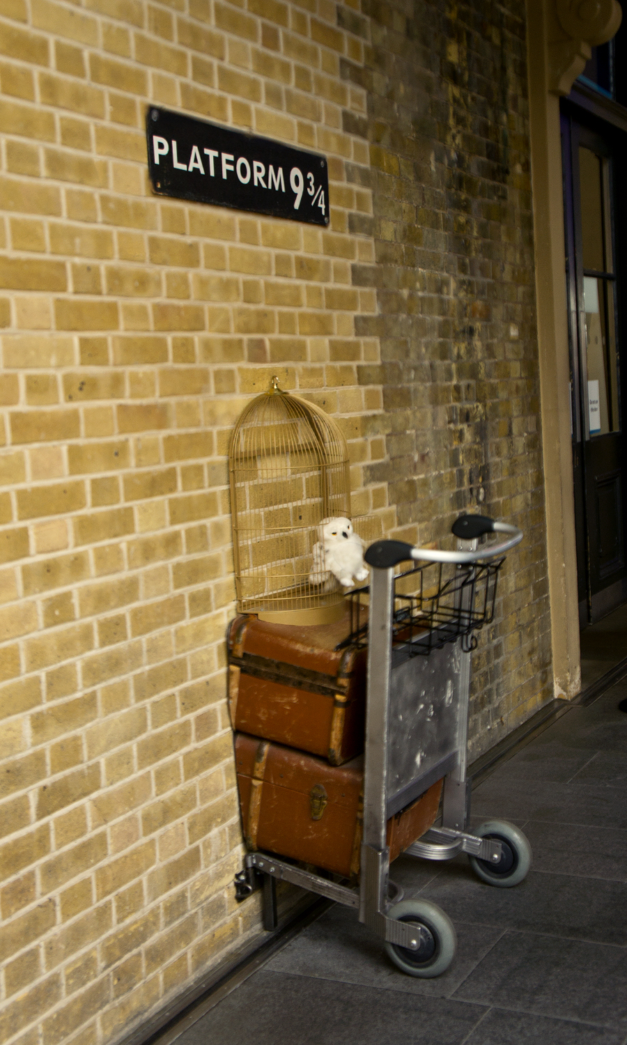 2014-kings-cross-station-london-uk-2