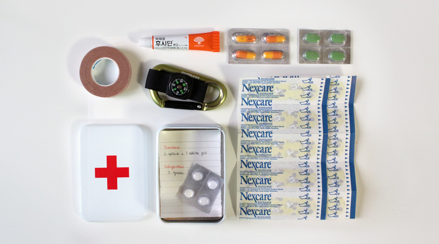 silentlyfree-travel-gift-idea-first-aid-kit-02