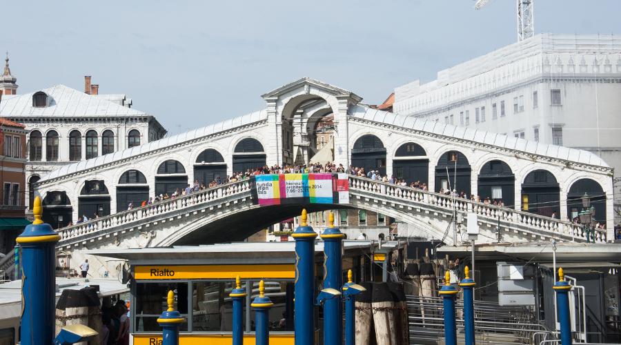 2014-silentlyfree-venice-italy-09-rialto-bridge