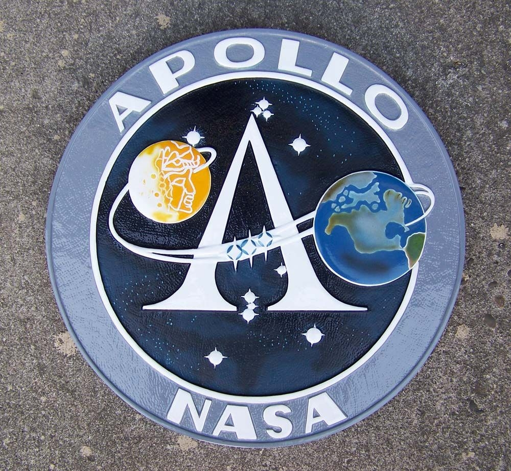 https://i2.wp.com/www.silentthundermodels.com/wall_plaques/images/apollo_program_insignia.jpg