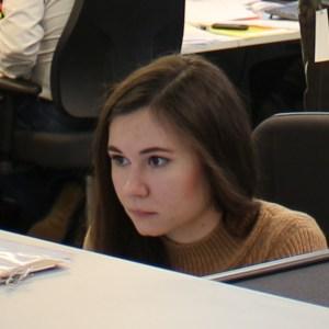 Роботы и девушки в Сколково