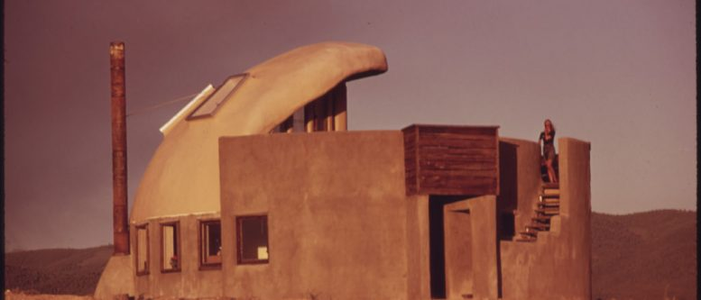 Earthships history - First experimental house completed new Taos, New Mexico