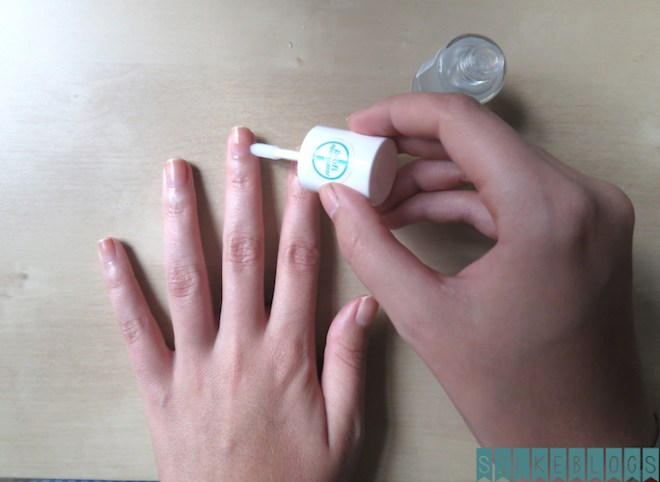 Stap 3: cuticle remover aanbrengen of nagels laten weken in warm water