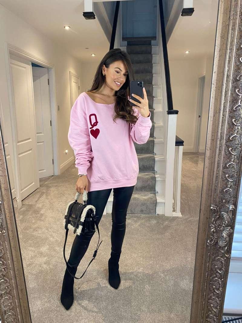 queen-of-hearts-oversized-pink-sweatshirt_james-steward