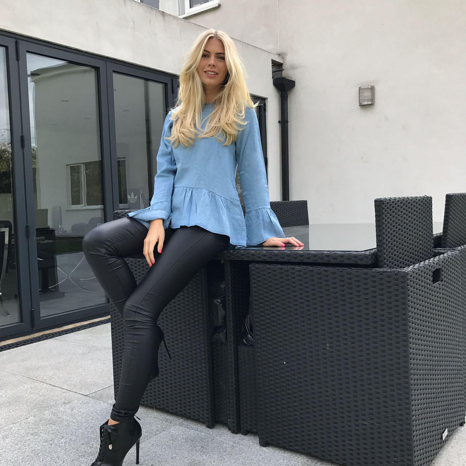 f6d0e1f9e37 Jeans and a Nice Top: How to Dress Up Your Skinny Jeans - SilkFred Blog