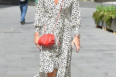 amanda-holden-daily-mail-spotted-in-silkfred
