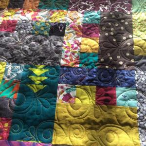 Oh bright colorful quilts are so therapeutic on freezingcoldwinterdaysx2744xfe0f ihavethebestlongarmquilterhellip