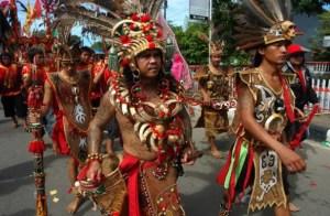 7 Pakaian Adat Dayak Kalimantan Barat, Tengah,Timur dan Selatan serta Gambar